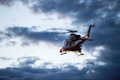Поиск и спасение вертолета для тонуть жертвы Стоковое фото RF
