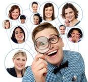 Поиск для друзей над социальной сетью Стоковые Изображения
