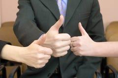 покажите большой пец руки команды вверх Стоковая Фотография RF