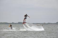 Покажите flayboards Люди на досках летания Стоковые Фотографии RF