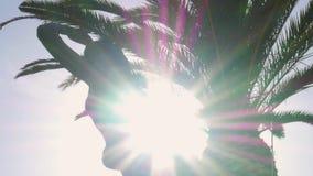 Покажите sunburst за статуей русалки в Cascais, Португалии сток-видео