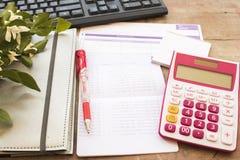 Показатель плановика тетради ежемесячный для денег финансовых и проверки стоковое изображение
