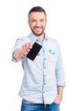 Показывать его совершенно новый умный телефон Стоковое Изображение RF