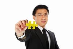 показ головоломки части jigzaw бизнесмена стоковые изображения rf