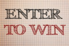 Показ знака текста входит в для того чтобы выиграть Схематические фото награждают приз вознаграждением, который дали для посещени Стоковое Изображение RF
