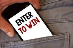 Показ знака текста входит в для того чтобы выиграть Схематические фото награждают приз вознаграждением, который дали для посещени Стоковые Фотографии RF