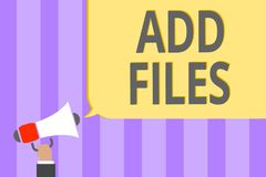 Показ знака текста добавляет файлы Схематическое фото для установки больше информации к некоторым персоне, вещи, или громкоговори Стоковая Фотография RF