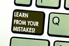 Показ знака текста учит от ваших ошибок E стоковое фото rf