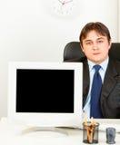 показ экрана мониторов пустого бизнесмена самомоднейший Стоковое Изображение RF
