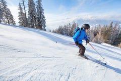 Покатое катание на лыжах стоковое изображение