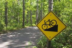 Покатый велосипед подписывает внутри парк штата Itasca, северную Минесоту, США стоковые фотографии rf