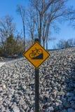 Покатый знак велосипеда Стоковая Фотография