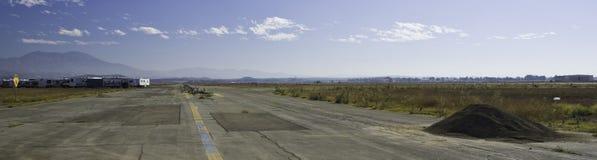 покинутая взлётно-посадочная дорожка Стоковое фото RF