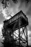 Покинутая водонапорная башня - Essex Великобритания стоковое фото rf