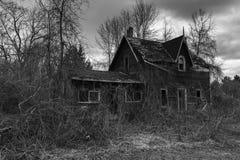 покинутая дом страшная стоковые изображения