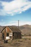 Покинутая деревенская лачуга стоковая фотография