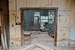 Покинутая комната фабрики стоковые фото
