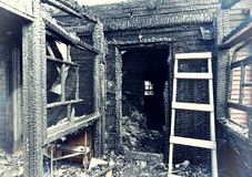 Покинутая, котор сгорели дом Стоковые Фото
