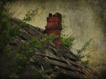 Покинутая крыша с печной трубой стоковое фото