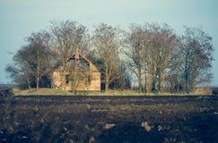 покинутая дом Старый покинутый загубленный дом прерии Стоковое фото RF