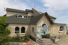 покинутая дом Novorossiysk Россия 13 05 2017 Стоковая Фотография