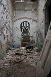 Покинутая пренебреженная больница стоковые фото