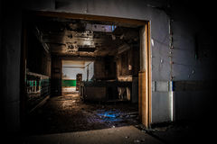 Покинутая пренебреженная больница стоковое изображение