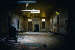 Покинутая пренебреженная больница стоковые изображения