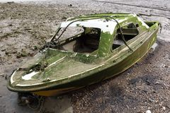 Покинутая развалина шлюпки Стоковые Фотографии RF