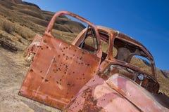 покинутая старая заржаветая тележка стоковая фотография rf