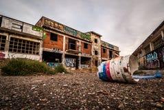 Покинутая фабрика, разрушенная с граффити на стенах Стоковое фото RF
