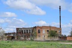 покинутая фабрика старая Стоковые Изображения