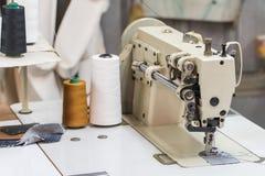Покинутая фабрика ткани - швейные машины Стоковое Изображение