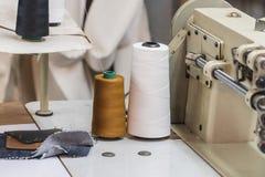 Покинутая фабрика ткани - швейные машины Стоковые Изображения RF