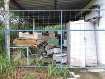 Покинутая фабрика, части индустрии, который подвергли действию к климату Стоковое фото RF