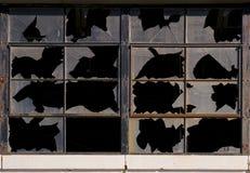 Покинутая фабрика Windows сломанное складом и стена Стоковое Изображение