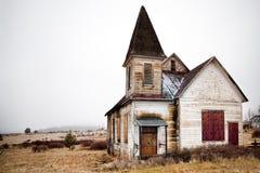 покинутая церковь сельская стоковое изображение rf