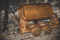 Покинутая шахта - ржавая тележка минирования Стоковое Изображение
