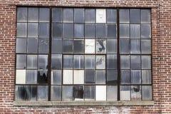 Покинутая электростанция школы с сломленным Windows i Стоковое фото RF