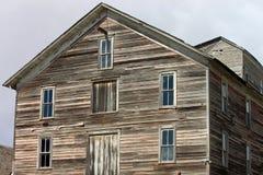Покинутое выдержанное здание в стране Стоковая Фотография RF