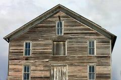 Покинутое выдержанное здание в стране Стоковая Фотография