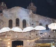 покинутое здание темнота и ужас здание предпосылки старое зонтики белые Стоковые Изображения RF