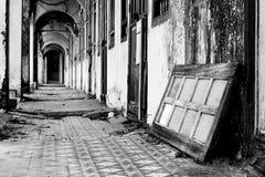 покинутое здание стоковое изображение rf