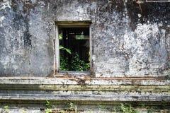 Покинутое окно в виске Стоковые Изображения