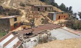 Покинутые дома в деревне в отдаленной области Стоковые Изображения