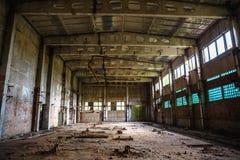 Покинутые здание склада или мастерская фабрики стоковое фото rf