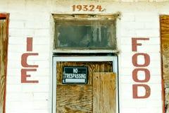 Покинутые магазин и бензоколонка Мини-рынока трассы 66 Стоковое фото RF