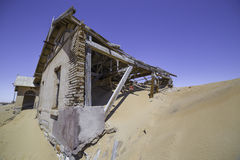Покинутые дома в Kolmanskop, Намибии Стоковое Изображение RF