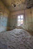Покинутые дома в Kolmanskop, Намибии Стоковые Фотографии RF