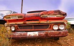 покинутый автомобиль старый стоковая фотография rf
